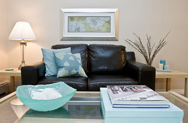 Callingwood on 170th Apartment livingroom