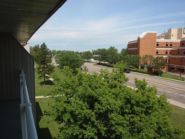 Sunronita House Apartments Leduc view
