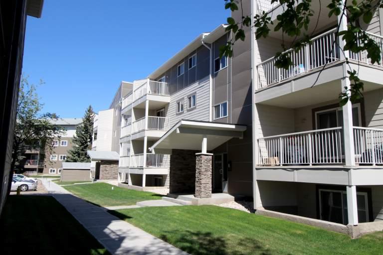 Hillview Estates Apartments Edmonton building3