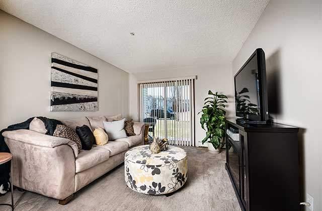 Emerald Manor livingroom