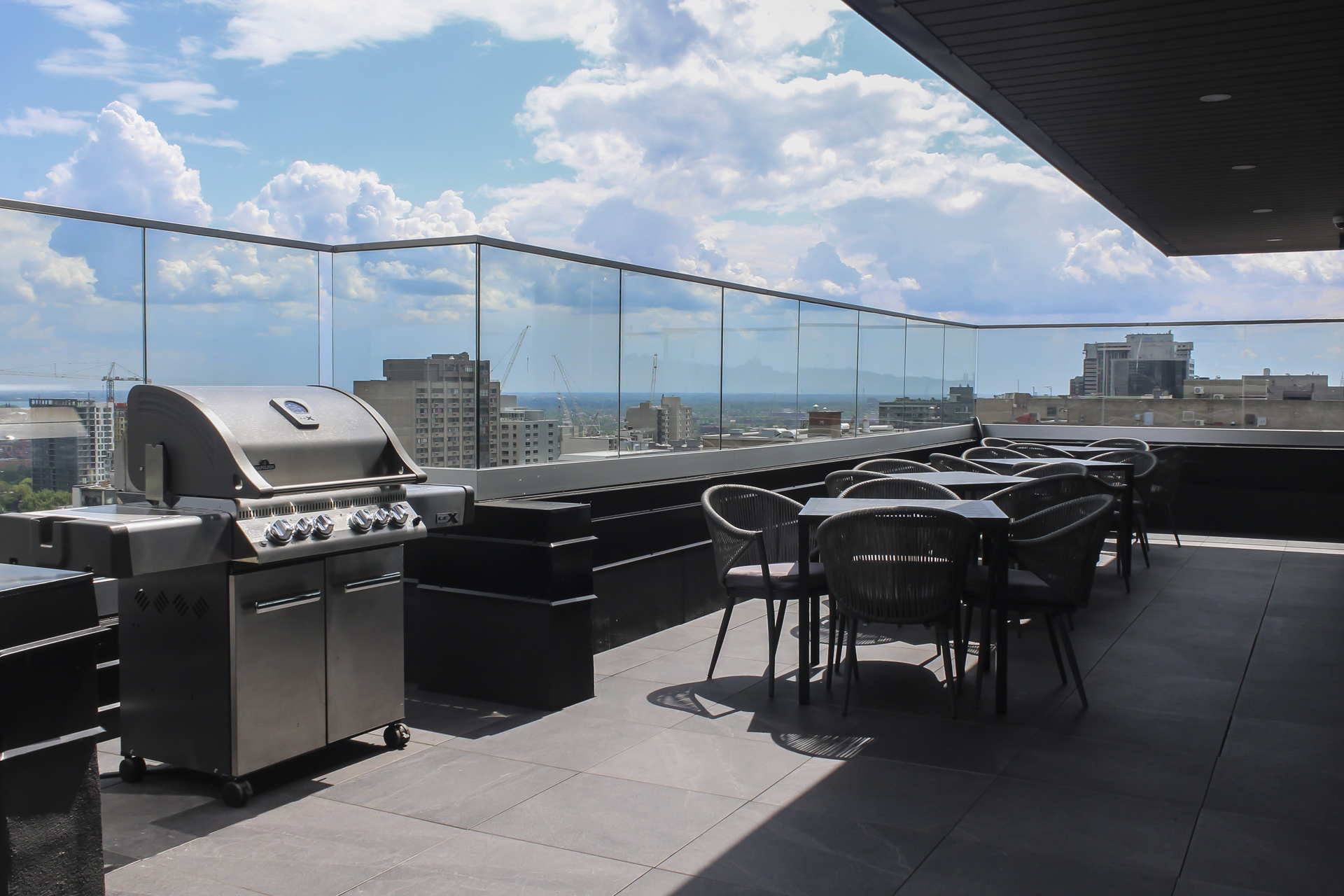 2121 Saint-Mathieu - Rooftop Patio with BBQ