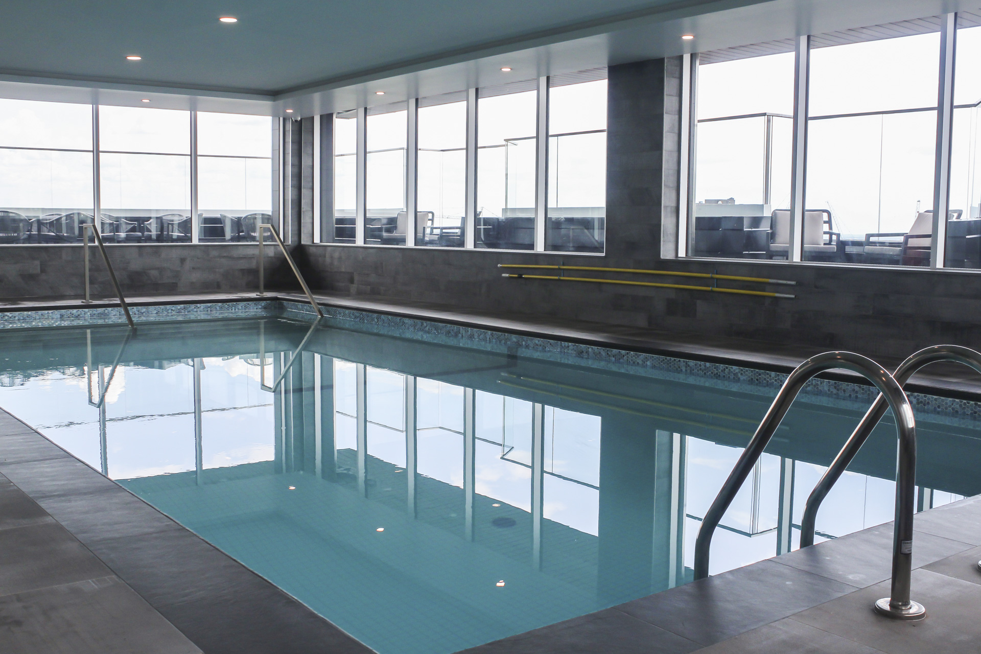 2121 Saint-Mathieu - Indoor Pool