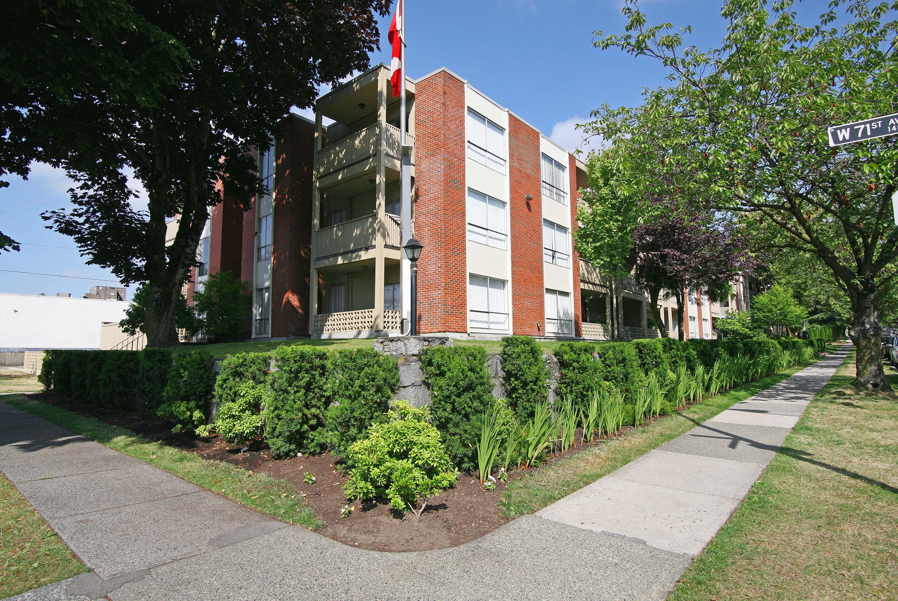 Royal Villa - 8675 French Street