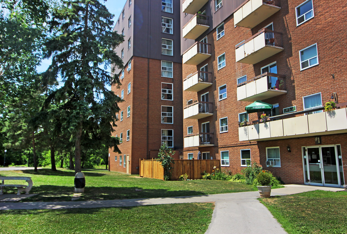 Grimsby Apartments - 3 Slessor