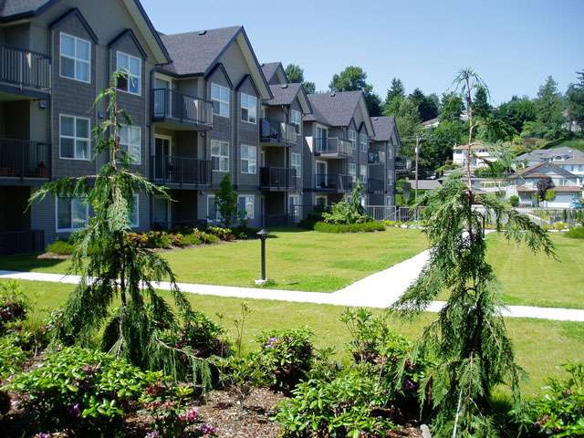 Abbotsford Apartments – Delair Court. Yard