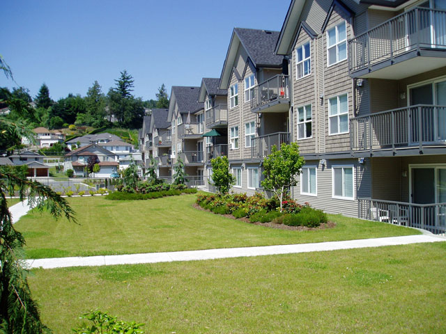 Delair Court Apartments. Courtyard