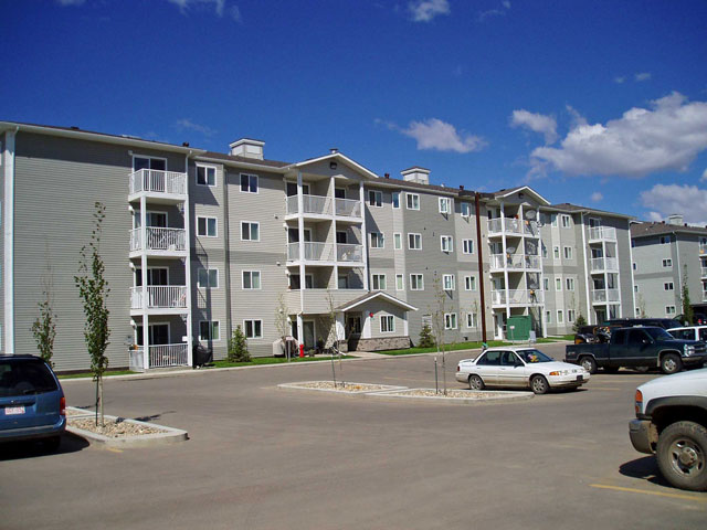 Rent in Grande Prairie – Emerald Manor. Building view