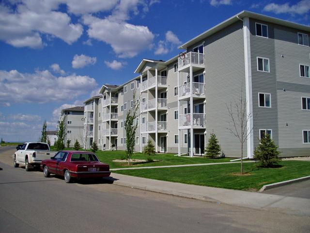 Emerald Manor Apartments. Building