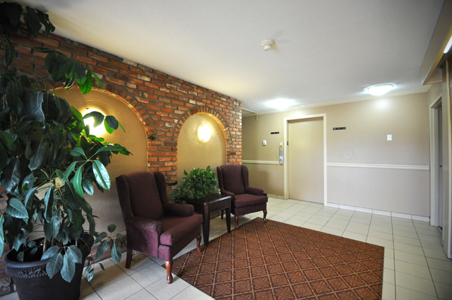 Valleyview Manor Apartments. lobby
