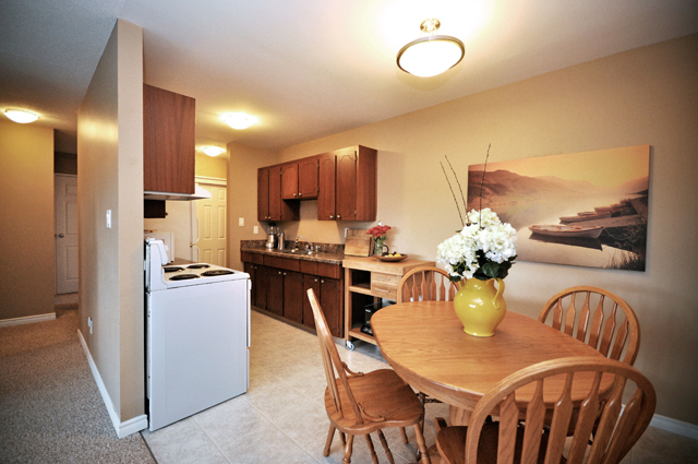 Valleyview Manor Apartments. dining kitchen