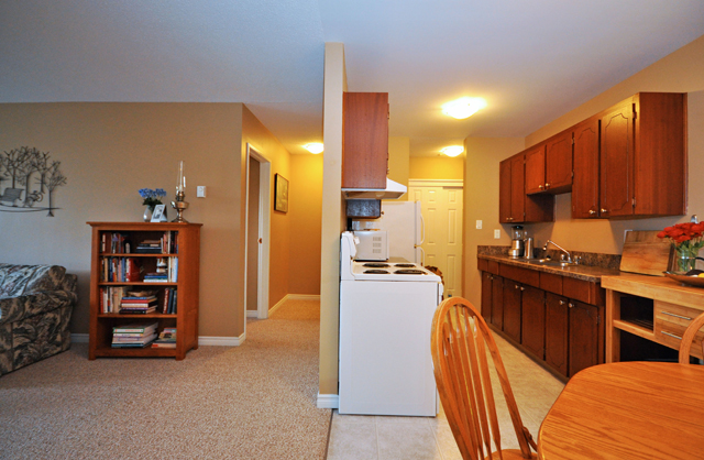 Valleyview Manor Apartments. dining living kitchen