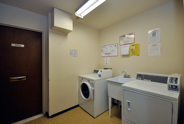 Valleyview Manor Apartments. laundry room
