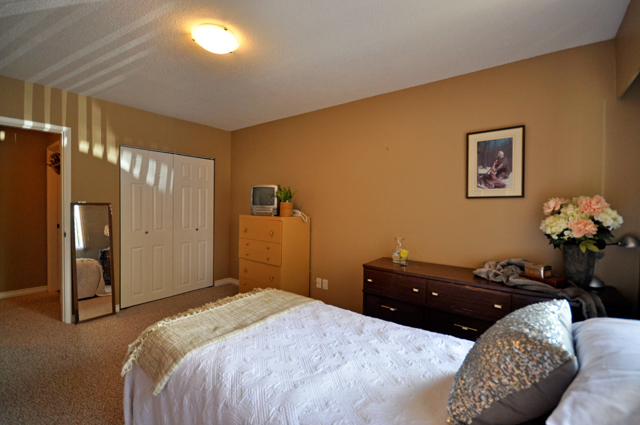 Jason Adam Manor Apartments. bedroom