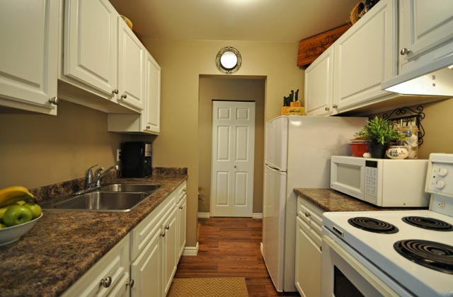 Wellesley Manor Apartments. kitchen