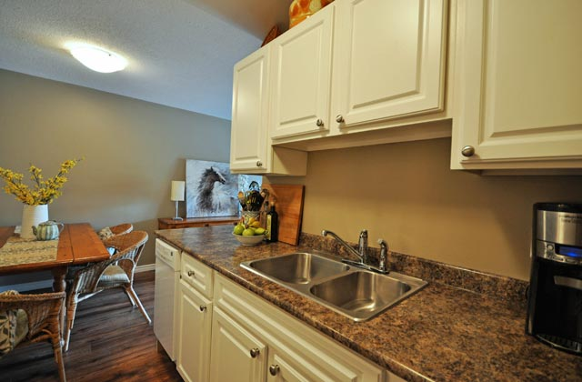 Wellesley Manor Apartments. kitchen2