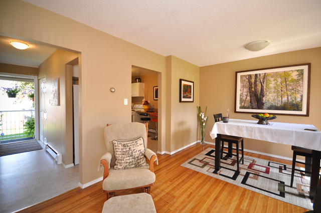 Apartments for rent in Kamloops, Edgewater Terrace Townhouses dine room