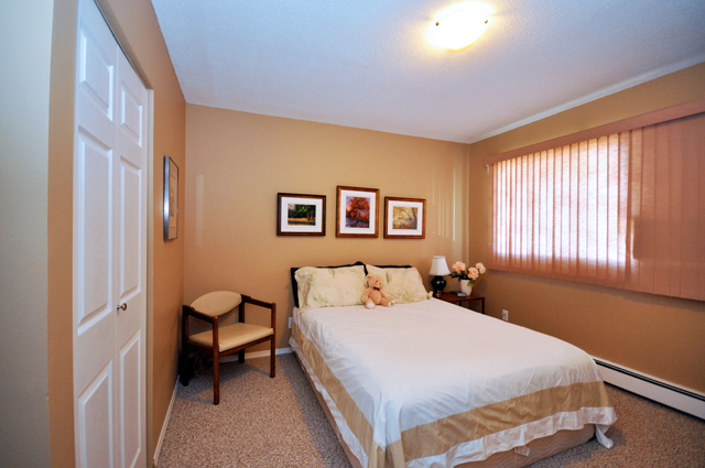 Apartments for rent in Kamloops, Edgewater Terrace Townhouses bedroom