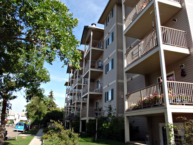 Summit Court Apartments. exterior