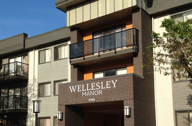 Wellesley Manor Apartments. front entrance