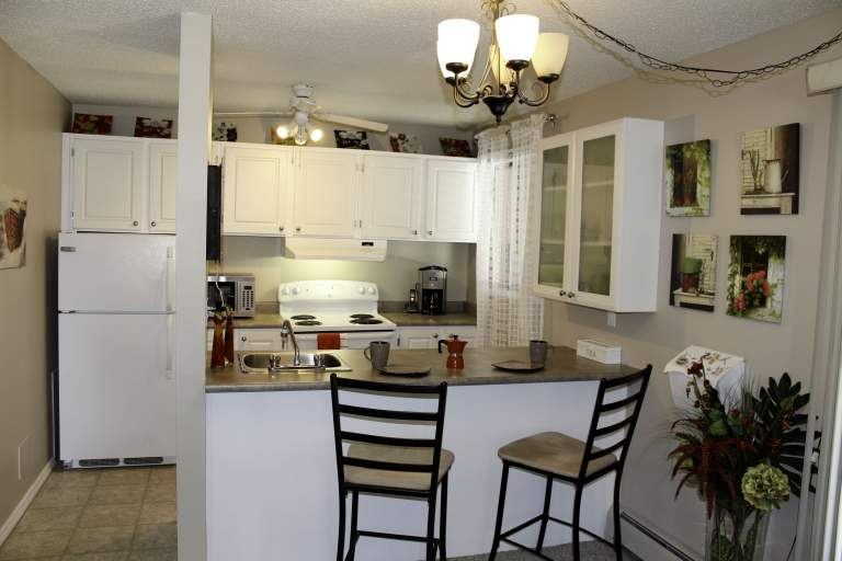 Broadview Meadows Apartments. openKitchen2