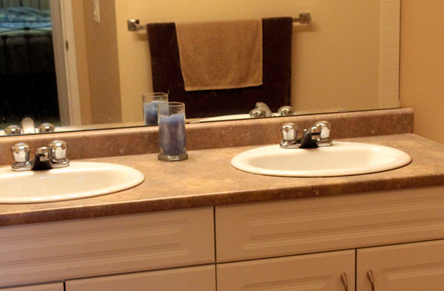 Broadview Meadows Apartments. bathroom1