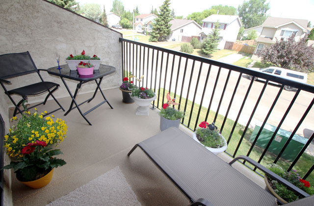 The Ridgewood Apartments. patio
