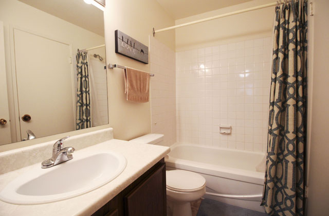 Heatheridge Estates Apartments Edmonton bathroom