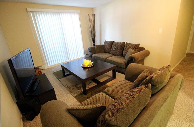 Hillview Estates Apartments livingroom