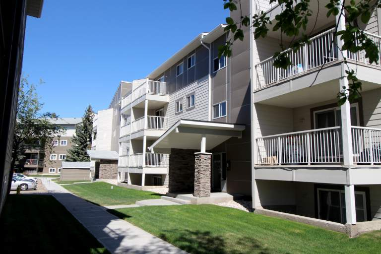 Hillview Estates Apartments Edmonton building3