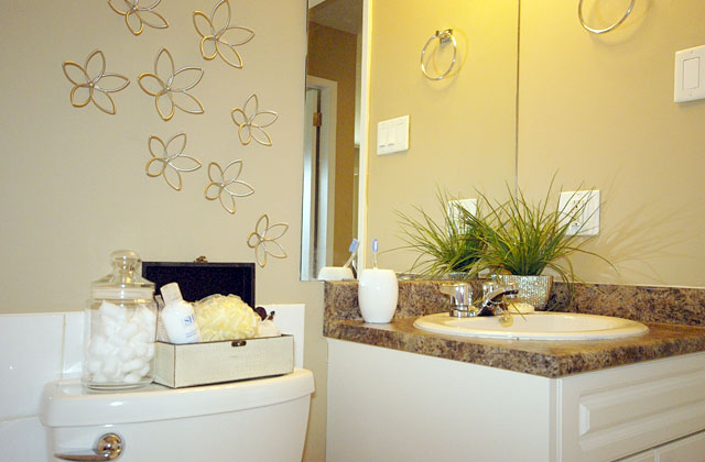 Arrowstone Apartments. bathroom3