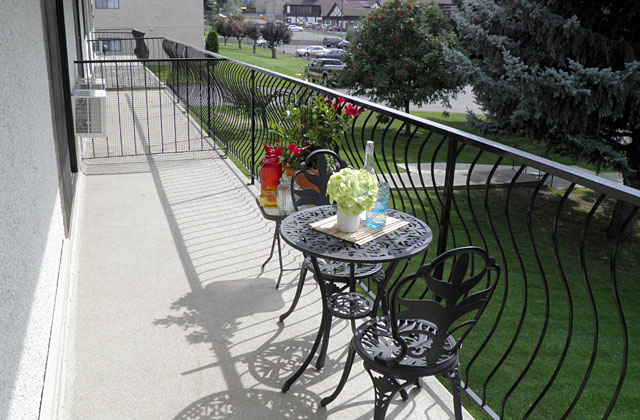 Arrowstone Apartments. patio3