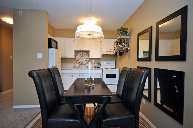Bonnie Lee Apartments. dining