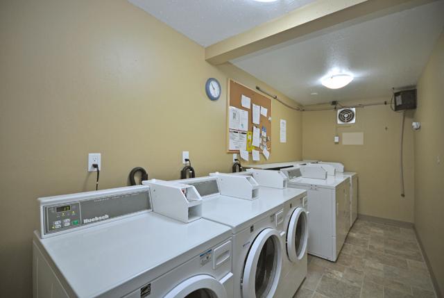 Bonnie Lee Apartments. laundry