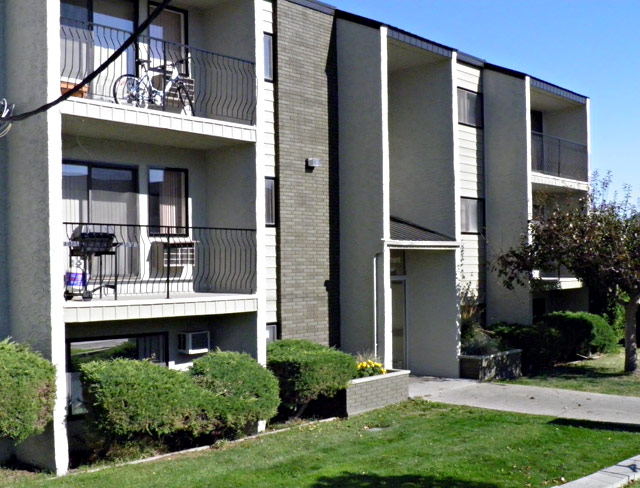 Rent in Kamloops – Central Apartments. Side of Building