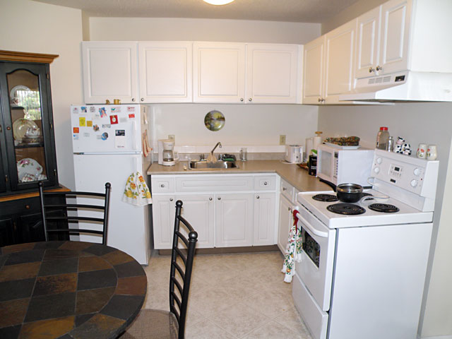 Central Apartments. Kitchen left side