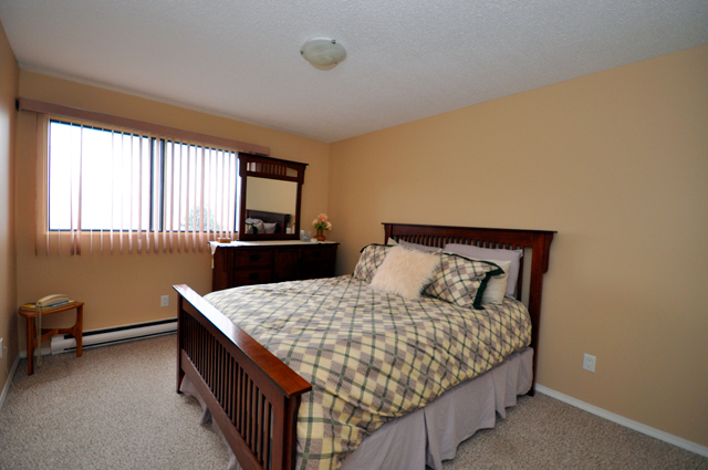 College Manor Apartments. bedroom
