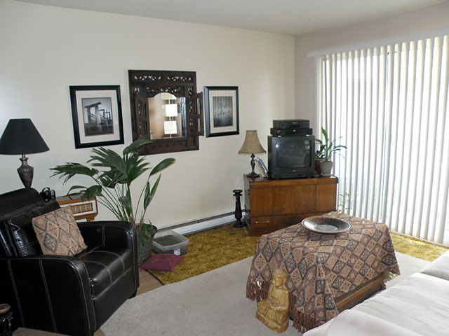Kamloops Apartments – Catalina Court Apartments. Living Room