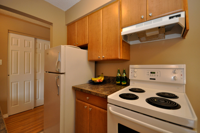 Columbia Manor Apartments. kitchen3