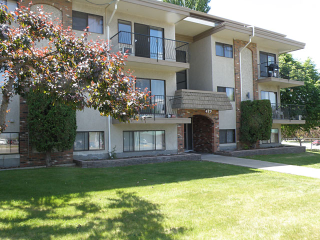 Hillsview Apartments. front