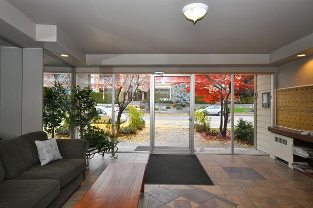 Buckland Manor Apartment. Lobby
