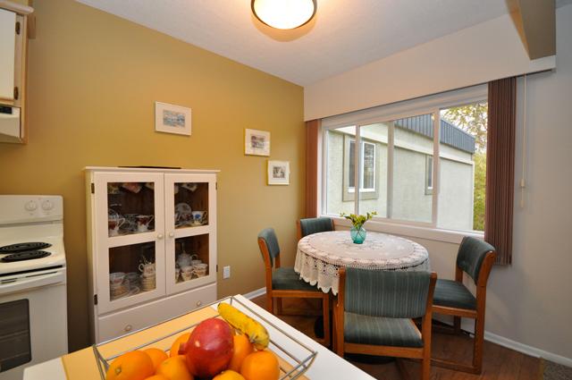 Buckland Manor Apartment. Dinninroom1