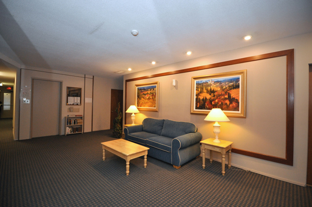 Fraser Manor Apartments. lobby3