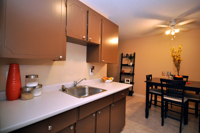 Apartments in Kelowna – Pandosy Square. Kitchen