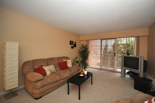 Rent in Kelowna – Pandosy Square. Living Room
