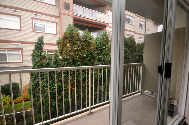 Apartments in Kelowna – Pandosy Square. Deck