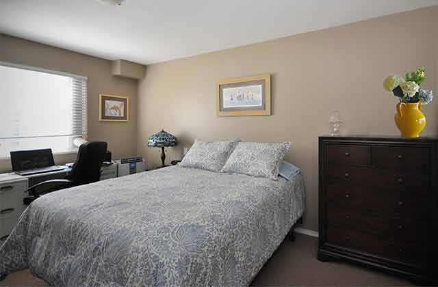 Delair Court Apartments. Bedroom
