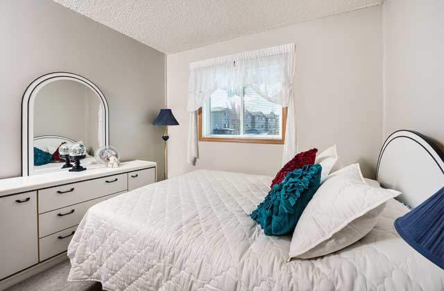 Emerald Manor Apartments. bedroom2