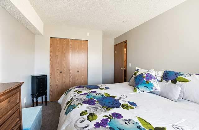 Emerald Manor Apartments. bedroom