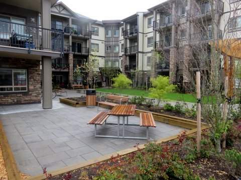 Lexington Court Apartments patio