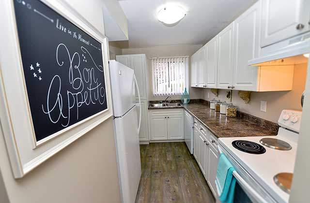Riverside Gardens Townhouses. kitchen2